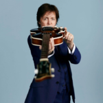 Paul McCartney avec sa guitare