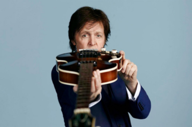 Paul McCartney avec sa guitare