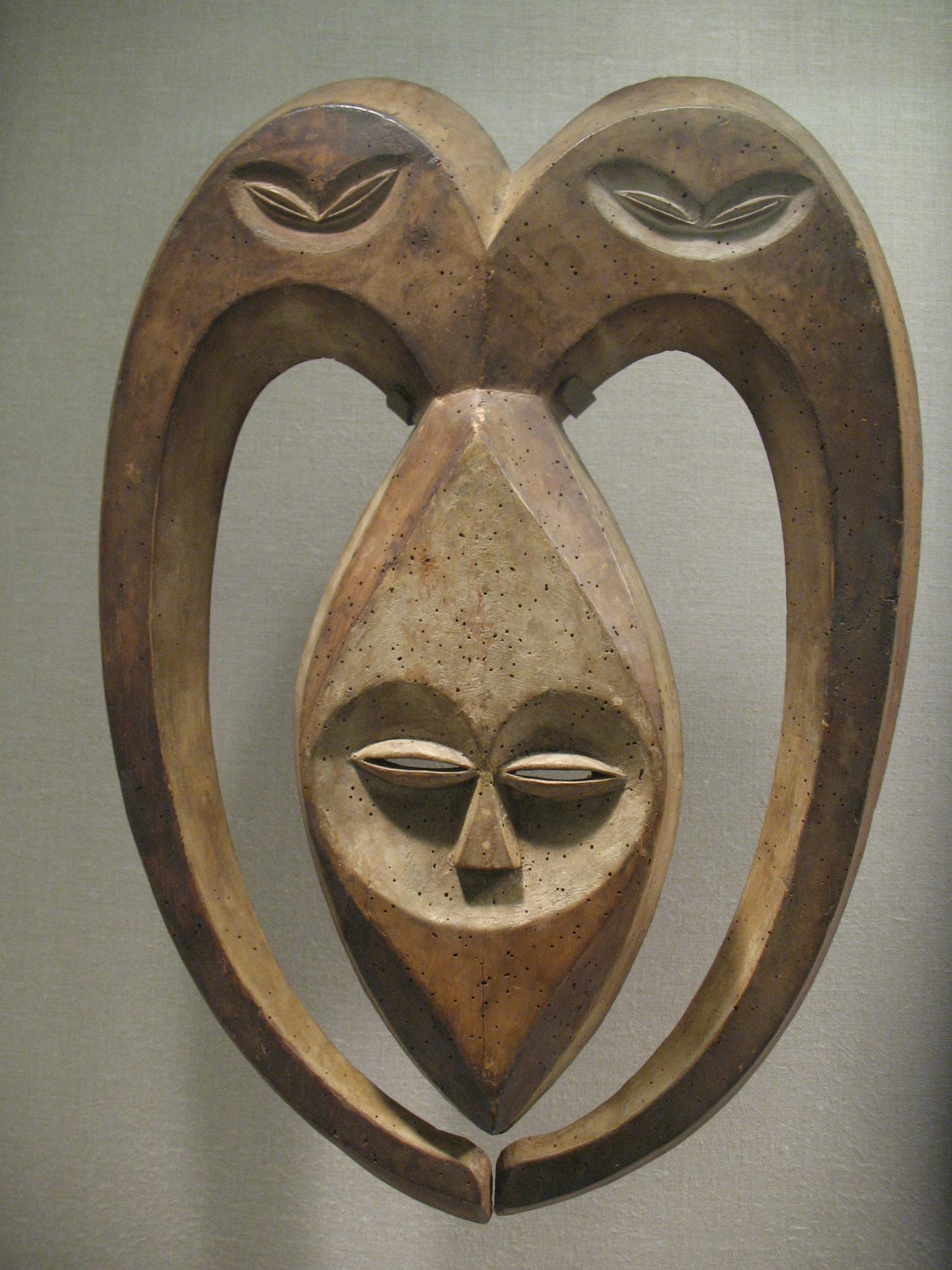 Masque Kwele (XIXe -XXe siècle). Gabon ou République Démocratique du Congo.