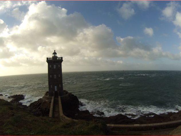 Phare sur un cap en Bretagne