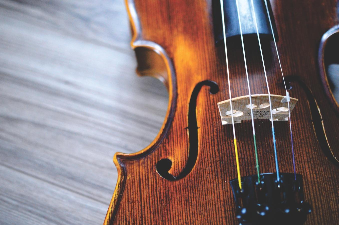 Le violon, l'un des instruments caractéristiques de la country music, conservé par Kane Brown.