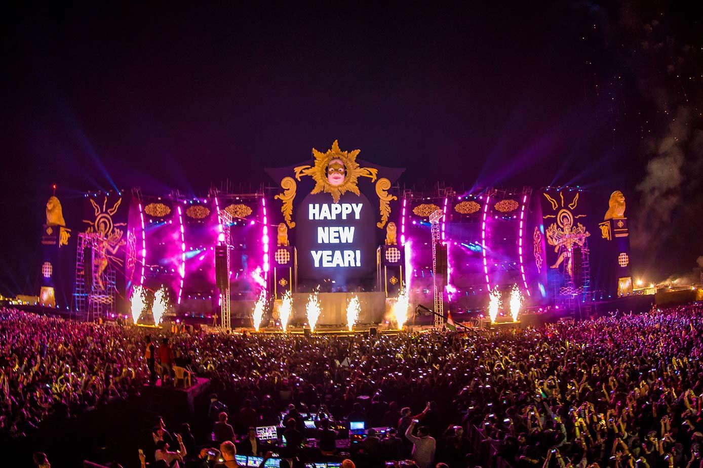 Sunburn, festival d'Electronic Dance Music (EDM), se tient chaque année en Inde à Pune, du 28 au 31 décembre. C'est l'un des 10 plus gros festivals au monde.