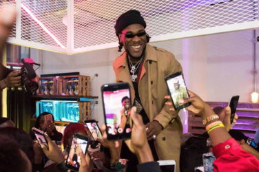 Burna Boy face à ses fans